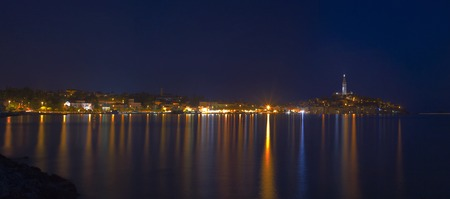 Panoramic View of Croatian Town Rovinj Night Shoot Standard-Bild