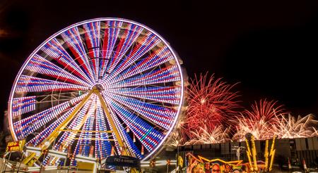 Ferris wheel at night Redakční