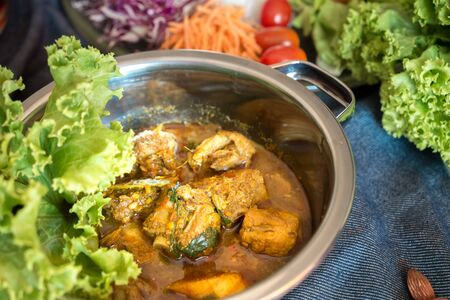 Hot and spicy meat curry dish use turmeric as ingredient. Asian food Banque d'images