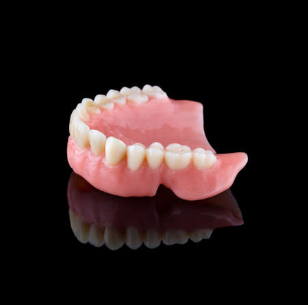 Complete maxillary denture upside down in right view with reflection. Banque d'images
