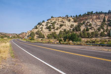 日当たりの良いユタ州高速道路 写真素材