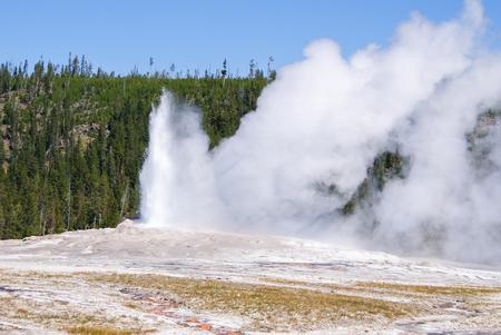 イエローストーン国立公園オールド フェイスフル ガイザー噴火