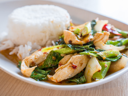 Fried kale and chicken with steamed rice. Stockfoto