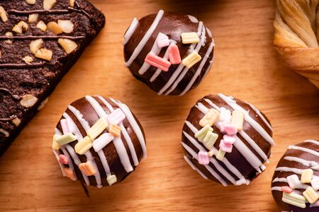 chocolate ball with topping and brownies on wooden background Stockfoto