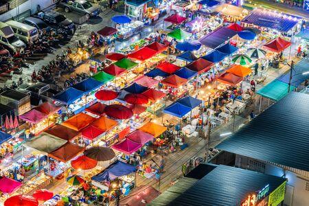 Bangkok, Thailand-February 20, 2020: Colorful roofs of the night market in Bangkok Stockfoto