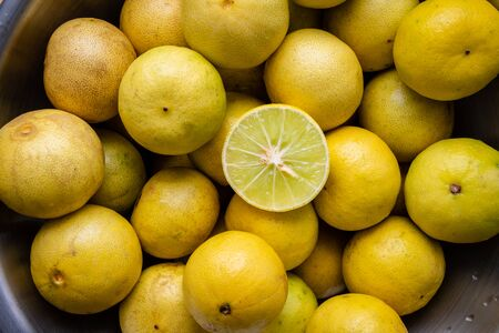 Close up of yellow lime in a bowl Stockfoto