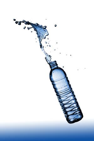tomando agua: El agua potable limpia quita la sed mejor.