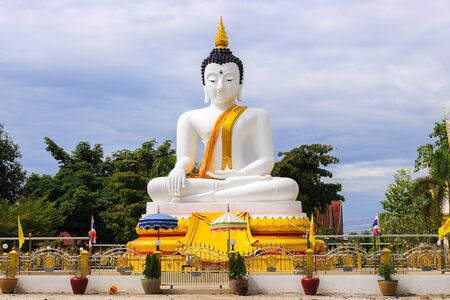 The buddha statue, holy object of the Buddhist Standard-Bild