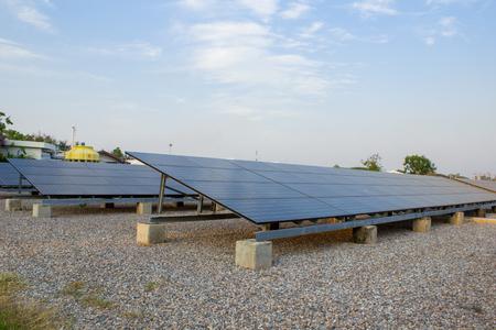 Les cellules solaires nettoient l'énergie avec l'espace de copie Banque d'images - 89764568