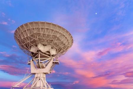 Radiotelescopio VLA en el Sunset Foto de archivo