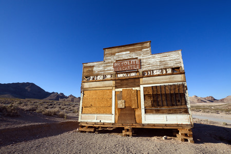 near death: Old Mercantile at Rhyolite Ghost Town near Death Valley, Nevada  Stock Photo