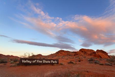 Entrada del parque al amanecer, Valle de fuego State Park, Nevada.