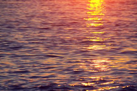 Reflexi�n del agua en el Sunset Laguna Beach California Foto de archivo