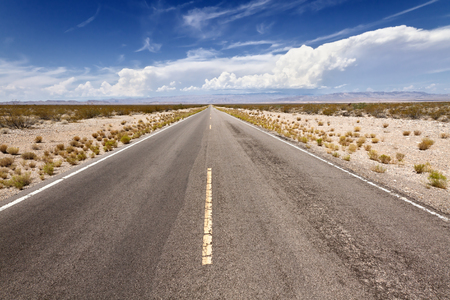 desierto: Open Road en Mohave Desert, CA