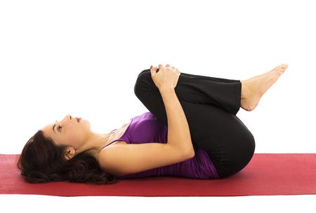 mujeres de espalda: Joven mujer de relax durante el yoga