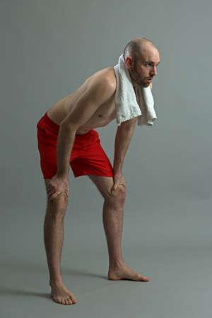 cansancio: deportista agotada después del ejercicio