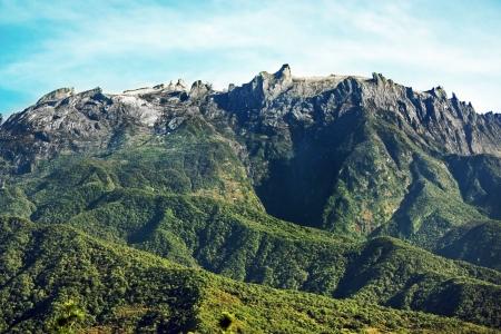 Piek van Mount Kinabalu op een heldere dag Stockfoto