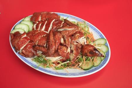 Hainanese kipgerecht gepresenteerd op een Chinees bord