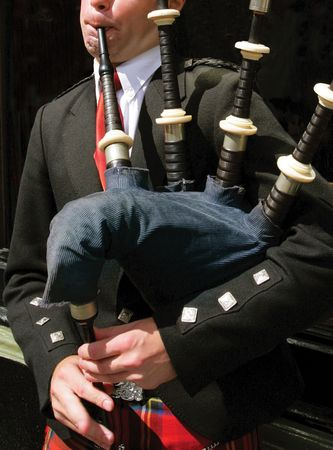 gaita: Gaiteiro sus tubos de soplado en Edimburgo, Escocia