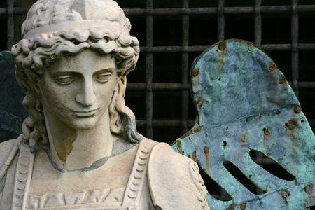 michele: La statua di Michele Arcangelo a Roma, Italia.  Archivio Fotografico