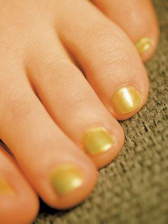 u�as pintadas: Closeup imagen saludable de los j�venes pintaron los dedos de los pies.