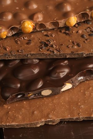 lajas: Losas de una variedad de delicioso chocolate bondad apilados uno encima de otro. Sweet!  Foto de archivo