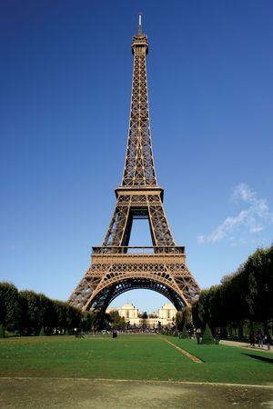 De Eiffeltoren in Parijs, Frankrijk tijdens de middag. Stockfoto - 2428726
