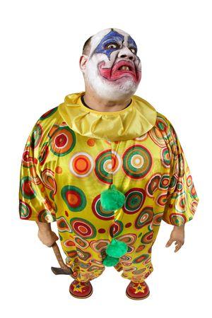 desprecio: Un payaso mal desagradable, sosteniendo un hacha, enojado y aspecto significa. Lente ojo de pez con enfoque en la cara. Foto de archivo