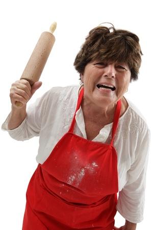 grumpy: Foto van een oude vrouw boos en dreigend met een deegroller. Stockfoto