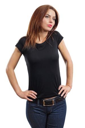 デザインやアートワークのための空白の黒いシャツ準備ができてした若年女性の美しいブルネット