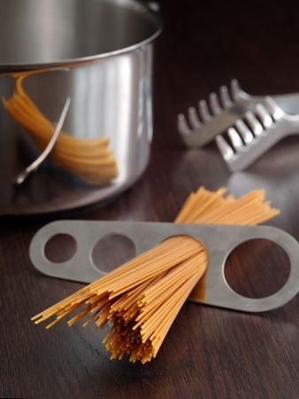 Photo of a portion of spaghetti measured and about to put into a pot for cooking. Standard-Bild
