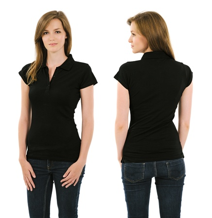 playera negra: Foto de una mujer adulta joven posando con un negro polo frontal en blanco y vista trasera listo para sus ilustraciones o diseños Foto de archivo