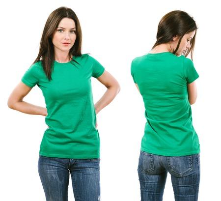 mooie brunette: Foto van een mooie brunette vrouw met lege groen shirt. Klaar voor uw ontwerp of kunstwerk.