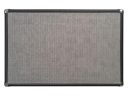 PARLANTE: Foto de la parte frontal de un amplificador de guitarra como fondo. Trazado de recorte incluido.