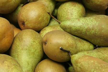 a pile of pears fresh from the farmer