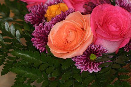 blumen: shot of a pink an peach colored rose bouquet