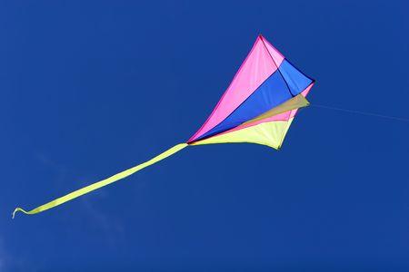 햇빛, 밝은 색과 흐르는 꼬리에서 푸른 하늘을 날아 다니는 연