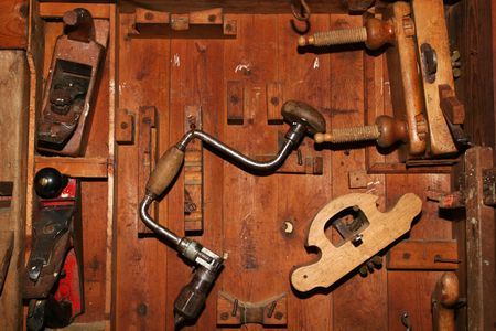 Very old and worn woodworking tools in worn down cabinet Standard-Bild