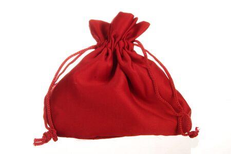 full red: Un sacco pieno rosso isolato su bianco