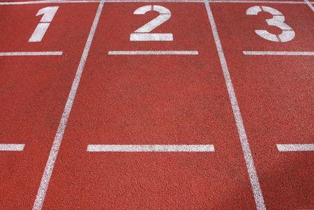달리기 트랙의 레인 1, 2 및 3, 트랙의 땅에있는 멋진 질감과 디테일