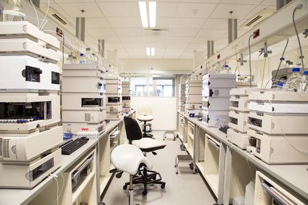 Onderzoekslaboratorium, geen mensen, schone witte, horizontaal