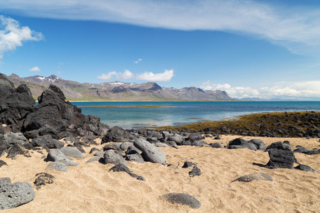 arena blanca: White sand and blue water on a Icelandic beach