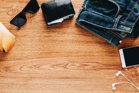 Men's accessories on wooden table. Standard-Bild