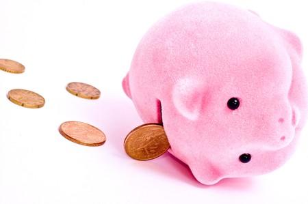 coinbank: Ying Rosa cerdo con moneda aislado en blanco