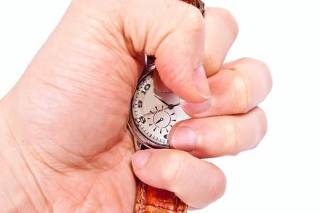 mans watch: Reloj de plata en la mano del hombre aislado en blanco