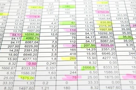 스프레드 시트: Raws of numbers. Some numbers are selected markers. Focus on center