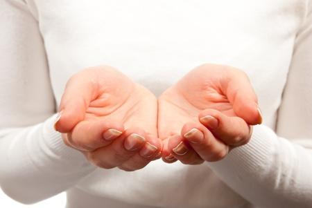 mains ouvertes: Les mains vide femme creux sur fond blanc Banque d'images