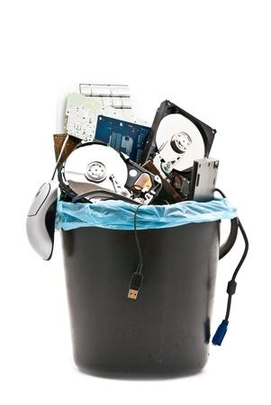 trash basket: Hardware roto en cesta aislado en blanco. Estudio de disparo. Foto de archivo