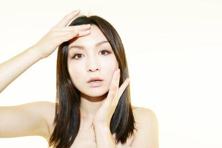 Las mujeres sufren de arrugas