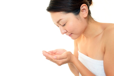 iuml: woman washing her face